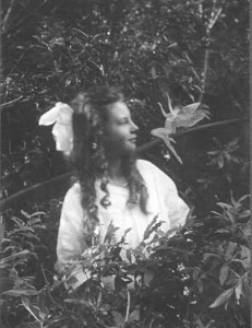 the-cottingley-fairies-fairy-tale-england00